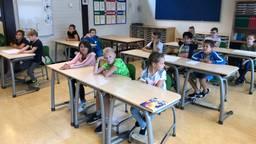 In dit klaslokaal zitten 3 groepen bij elkaar (Foto: Alice van der Plas)