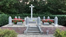 Het monument van Moerstraten (foto's Willem-Jan Joachems)