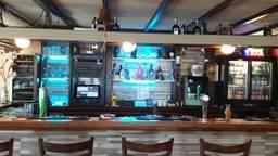Het café in Halsteren (foto: facebook Patje En Patries Spieringhs).