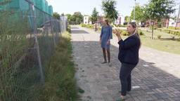 Margit en Sandra op de bouwplaats in Mierlo-Hout.