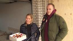 Frans en zijn Maris krijgen taart. (foto: Omroep Brabant)