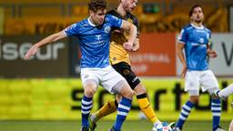 Frank Sturing (FC Den Bosch, links) in duel met Niek Vossebelt van Roda JC (foto: Orange Pictures).