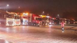 Toeterende chauffeurs op de parkeerplaats bij Den Bosch.