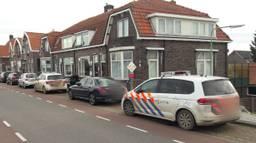 Veel politie op de Sasdijk in Werkendam.