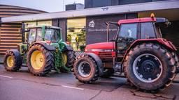 Zo'n zeven boeren kwamen naar het distributiecentrum in Tilburg (foto: Jack Brekelmans).