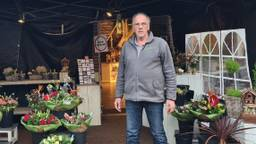 Bloemist Theo van Someren in zijn noodtent (foto: Binderij van Bloemweegen)