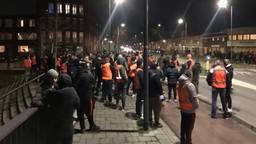 Een groep supporters met oranje hesjes in Den Bosch (foto: Omroep Brabant)
