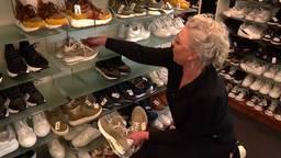 Op afspraak winkelen in een schoenenzaak is niet ideaal voor de eigenaar.