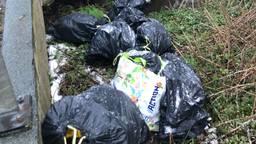 De gedumpte zakken (foto: @bosw8erLuc).