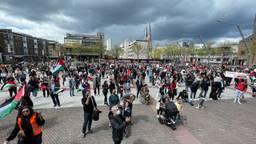 Honderden demonstranten voor Palestina op het Stadhuisplein in Eindhoven (foto Studio040: Alain Heeren)