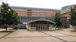 De ingang van de rechtbank Den Bosch (foto: Willem-Jan Joachems)