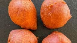 Oranje oliebollen (foto: bakkerij van de mortel).