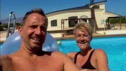 David en Gine Shearlaw bij hun Spaanse droomhuis. (eigen foto)