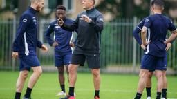 Joseph Oosting leidt zijn eerste training als hoofdcoach van RKC