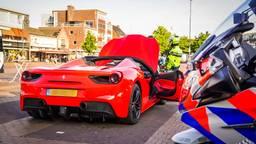 De duurste auto's moeten langs de controle in Eindhoven (Sem van Rijssel / SQ Vision).