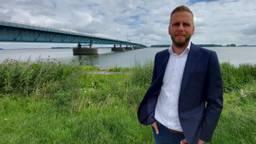Maikel de Bekker hoopt dat het onderhoud van de Haringvlietbrug sneller kan dan de geplande zes jaar.