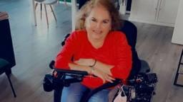 Annemarie in haar rolstoel.