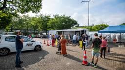 Het was druk bij de mobiele priklocatie in Breda (foto: GGD West-Brabant).