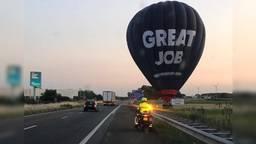 De luchtballon langs de A17 (foto: weginspecteur Roel de Laat).