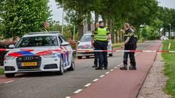 Fietsers aangereden, automobilist rijdt door
