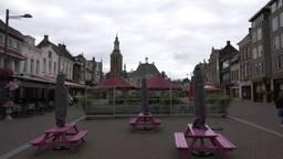 De terrassen op de Markt moeten door specialisten worden afgebroken (foto: ZuidWest Update).