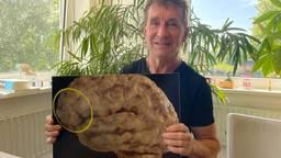 Erik Matser met de omcircelde prefrontale cortex, waar het vaak misgaat (Foto: Alice van der Plas)