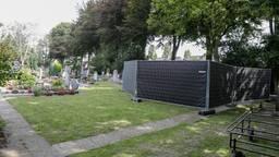 Politie graaft lichaam op in Halsteren wegens 'verdacht overlijden'