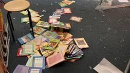 Ook de vloeren van de lokalen waren een grote rotzooi (foto: Linda Bogers).
