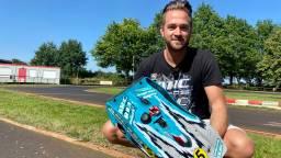 Racelegende John uit Sint Willebrord coacht Robert Doornbos in Car Wars