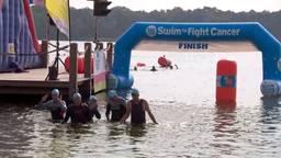Zwemmen tegen kanker: 'Dankzij geld kunnen patiënten haren behouden'