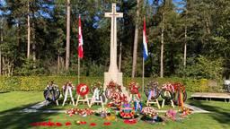 Het gedenkteken zondag na de herdenking in Bergen op Zoom (Foto: Willem-Jan Joachems)