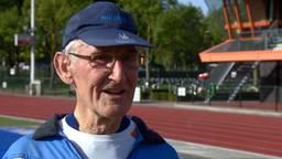 80-jarige Harrie Trum debuteert op de 10 kilometer tijdens de Marathon van Eindhoven