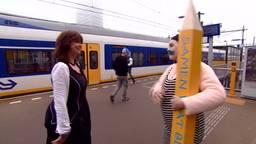Verven en stoepkrijten op het 18 Septemberplein, The Big Draw is in Eindhoven