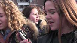 3000 scholieren halen recordpoging door 'Heal The World' te zingen in Veldhoven: 'missie geslaagd'