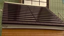 'Ze liggen niet op het dak, maar ze zíjn het dak,' TU/e doet onderzoek naar nieuwe soort zonnepaneel
