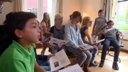 11-jarige Mattijs Hensen uit Helmond krijgt huiskamercollege van echte professor en onderwijsminister