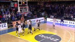 Groot feest bij SPM Shoeters. De basketballers uit Den Bosch hebben de beker gewonnen!