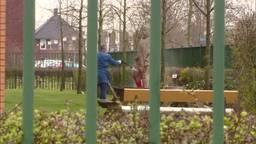 Standbeeld Willem van Oranje besmeurd met rode verf op terrein Willem van Oranje College in Waalwijk