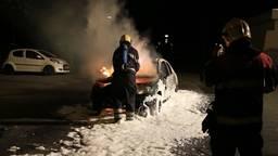 Weer auto uitgebrand in Helmond, op parkeerplaats voetbalvereniging Mierlo-Hout
