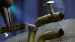Bram Eigeman uit Breda repareert al 42 jaar blaasinstrumenten
