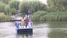 Record voor 'pontje Steur' in Werkendam; 15.000 passagiers in één seizoen