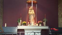 Na diefstal en vernieling staat er (weer) een nieuwe Maria in 't Kapelleke