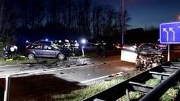 Twee zwaargewonden na frontale botsing op de N324 bij Schaijk