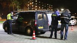 13 auto's in beslag genomen en 70.000 euro geïnd bij grote actie Den Bosch