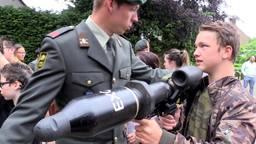 Toys for boys: Landmacht geeft voorlichting op Hanze College in Oosterhout