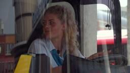 Lisa uit Vlijmen is 18 jaar oud en buschauffeur