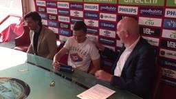 Ryan Thomas en Jeroen Zoet tekenen een contract bij PSV