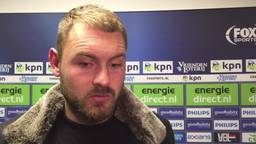 PSV-doelman Jeroen Zoet gaat na overtreding de noppen op zijn buik tellen