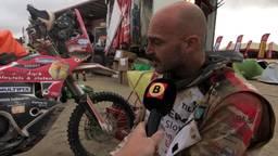 Marcel Snijders met gescheurde kruisbanden op weg naar Dakar-finish