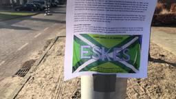 Zundert biedt Graafschap-fans nieuwe vlag aan.
